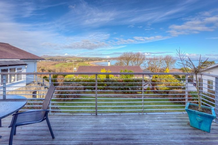 Machroes Cottage Balcony Views